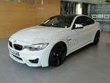 BMW-M4--Coupe-DKG