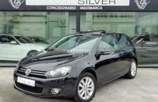 VOLKSWAGEN-GOLF-